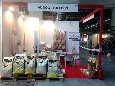 stand aldog freedog
